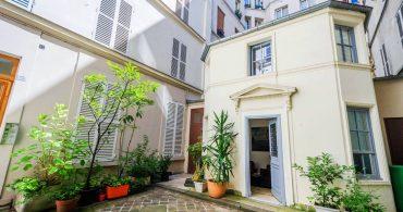行き止まりでの素敵な出会い。パリのモンマルトルの白い「Doll House」