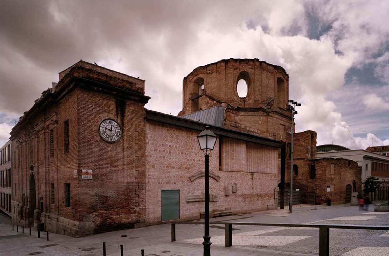 古いものはとことん利用せよ!スペイン発のすごいリノベ図書館「Escuelas Pías」