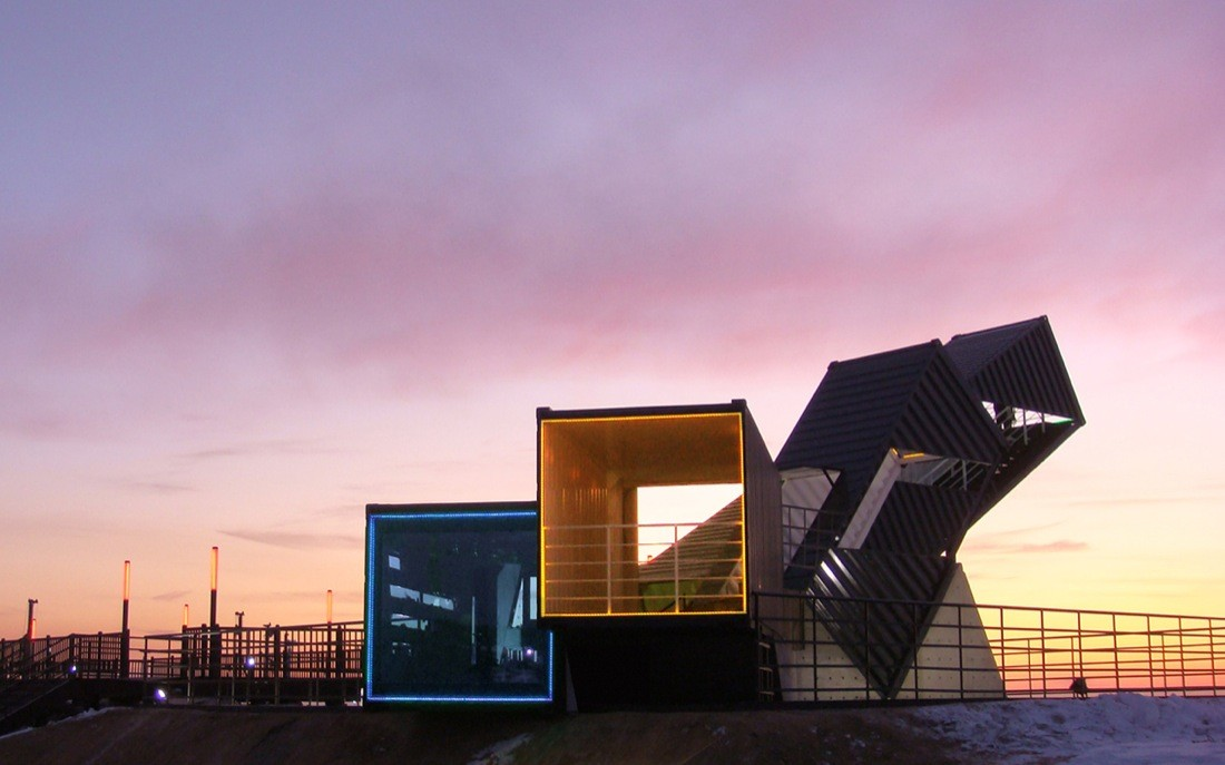 青空に飛びだすコンテナ展望台「Oceanscope」