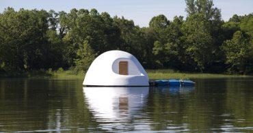 湖に浮かぶ白いドームハウス「Indy Island」とそこに6週間住んだ女性のお話
