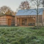 農家スタイルで暮らす週末の家「Garden Buildings Warmington」