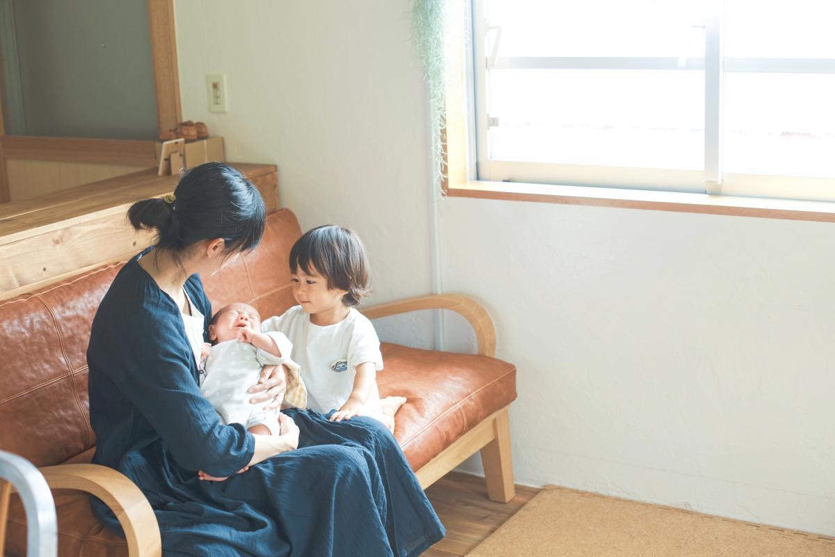 友人の赤ちゃんとの初対面。同世代の親子が多いので子育てにも安心だという