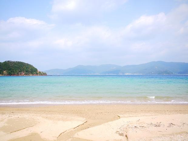 こちらは車で15分ほどのビーチ。島の海は浜ごとに感じが違ってそれぞれの魅力が。