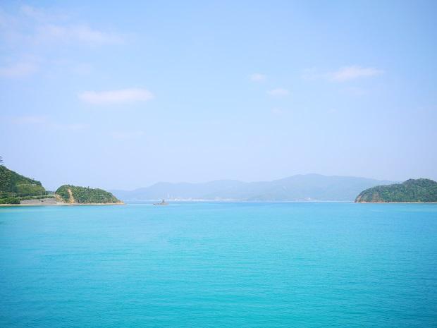 船で20分ほどの向かいの島、奄美大島に向かう時の景色。