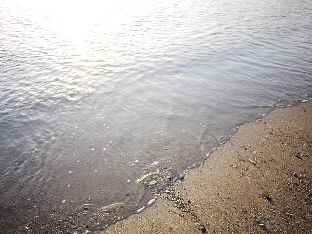 波は打ち寄せては返すだけなのに、どうしてこんなに綺麗なんだろう、といつも思います。