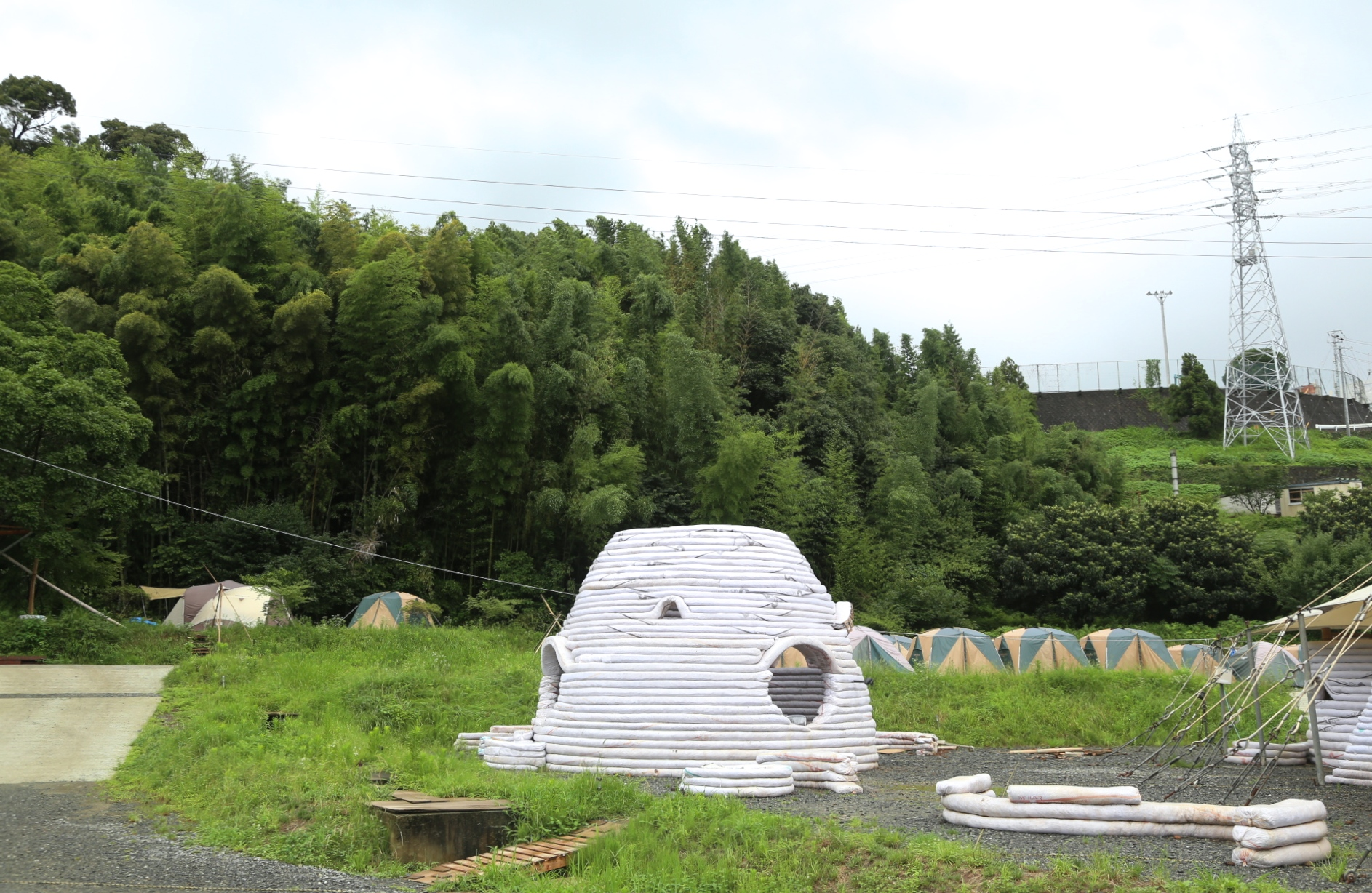 エコかっこいいドームは「再生」のシンボル(上)