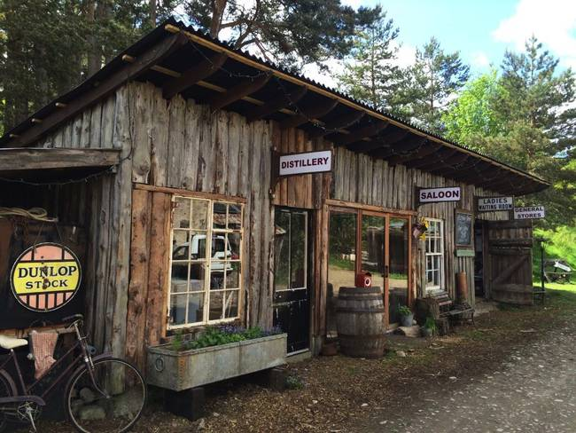 鶏小屋を改造。スコットランドの小さなジン蒸留所「Inshriach Distillery」