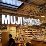【無印良品 × YADOKARI】MUJIBOOKS 有楽町で、YADOKARI選書コーナー始まりました!銀座を拠点に活躍するアーティストやクリエイターの選書展「本人」。