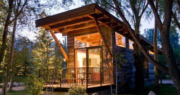 贅沢な気分を味わえるタイニーハウス「Wedge Cabin」