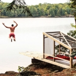 遊ぶ、眠る、夢を見る。飛び込み台がメインの小屋「Dream/Dive Platform」