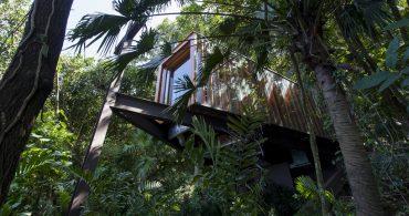 海に祈る。ブラジルの熱帯雨林に囲まれた崖の上の礼拝堂「Triangular Platform Chapel」