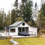 こんな夏の家があったらいいな。小さな島のオフグリッドコテージ「Off-Grid Island Cottage In Sweden」