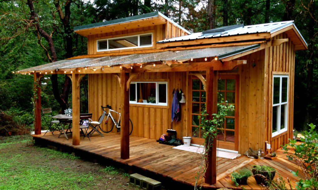 森の中で、瞑想にふける。ヨガの先生がDIYした「Keva Tiny House」