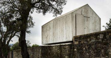 鳩小屋がモダンな秘密基地に「AZO. Sequeira Arquitectos Associados」