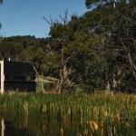 オーストラリアの草原に佇む週末の家。完全オフグリッドの「Pump House」