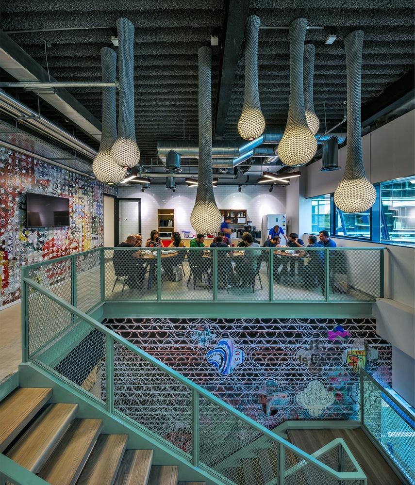 人間の細胞をイメージ?世にも珍しいイスラエルのオフィス