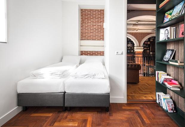 (c)Hotel Not Hotel