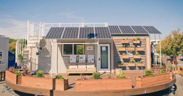 太陽の動きに合わせて回転する家「The Revolve House」