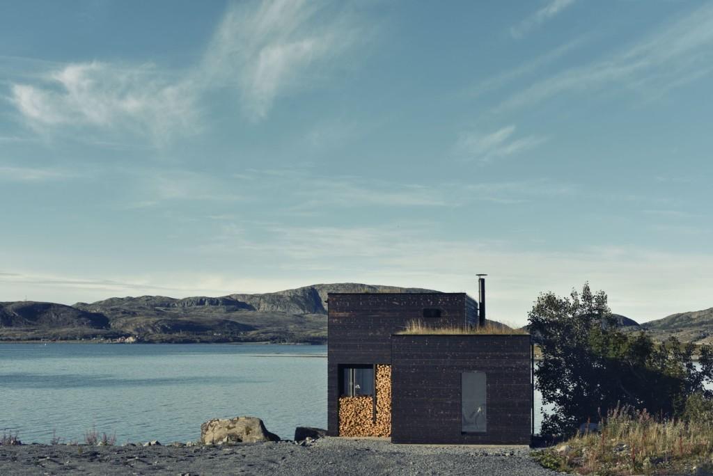 これぞ北欧スタイル。海をのぞむ心地よいスモールハウス