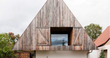 大きな三角屋根が暮らしを豊かにしてくれる。フランスで見つけたユニークな家