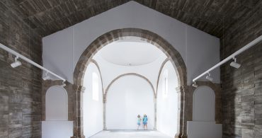 かつての神聖な空間に新しい息吹を。崩れかけた礼拝堂のリノベーション