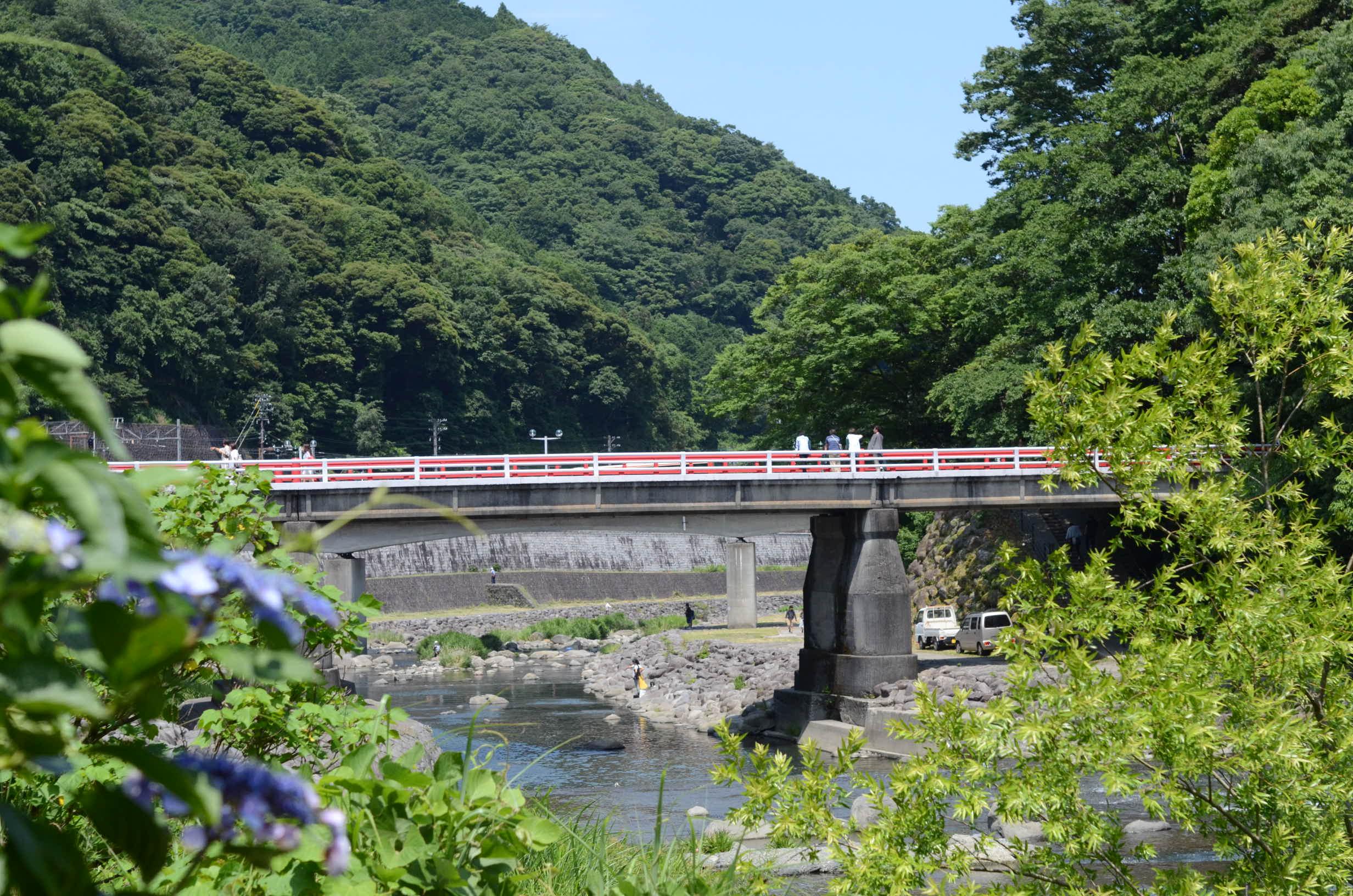 #12  二宮町から箱根まで車で25分。毎日温泉にも行けるんです。|YADOKARI✕公社二宮団地