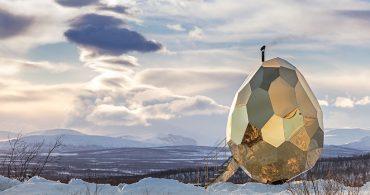 街の再生のシンボルに。スウェーデンの雪原に降り立った「金の卵サウナ」