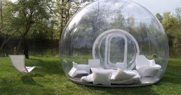 自然と一体になれる不思議空間。透明なバブルテントが持つ可能性