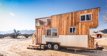 西部開拓時代に思いを馳せる。砂漠の中のトレーラーハウス