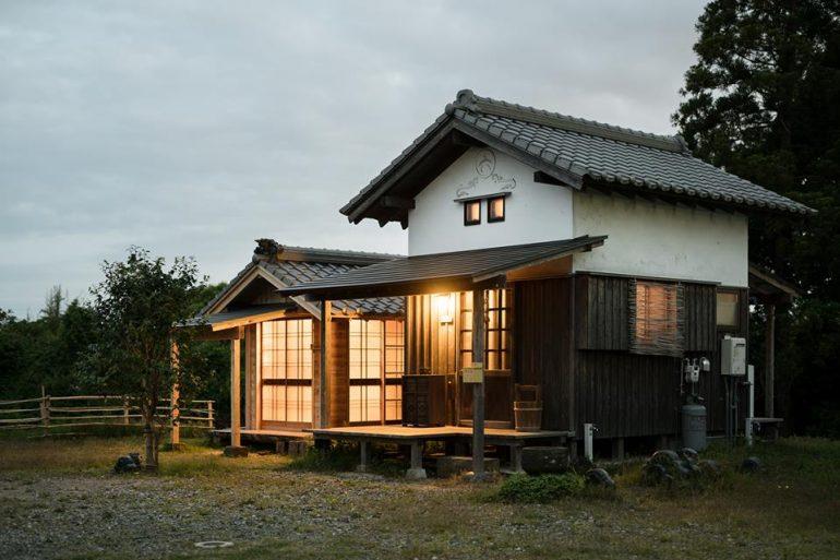伝統工法の小屋で、風情ある暮らしを体験。『六帖軒・二帖所』