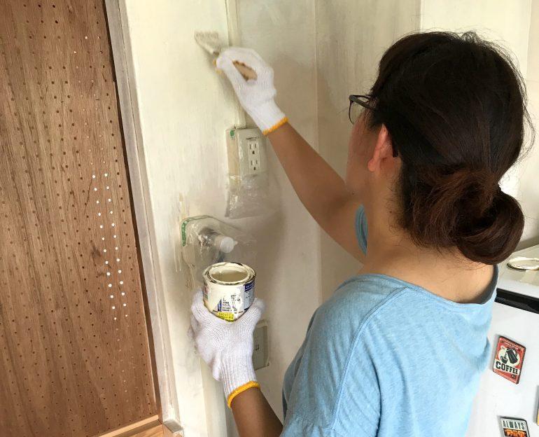 #26 部屋の壁をちょっとだけ塗ってみた|YADOKARI✕公社二宮団地