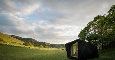 ウェールズの大自然にひっそりと佇むリゾートキャビン「Arthur's Cave」