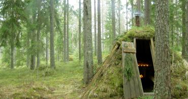 自然の中に放り出されて自分と向き合う。スウェーデンで最もプリミティブなホテル「Kolarbyn Ecolodge」