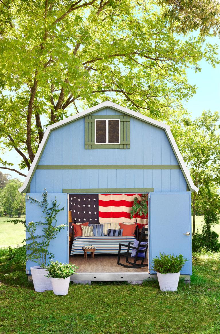 裏庭にある女性専用小屋。普通の小屋がリトリート気分を味わえる個性的な空間に。