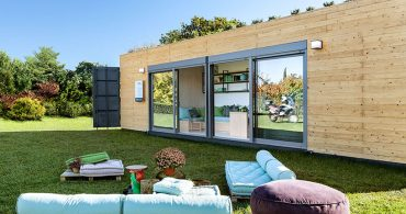 全天候対応型マットレスがポイント。拡張型コンテナハウス「envision nomadic dwelling