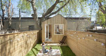 遊ぶ子供を見ながら仕事。建築家が裏庭につくったガーデンオアシス