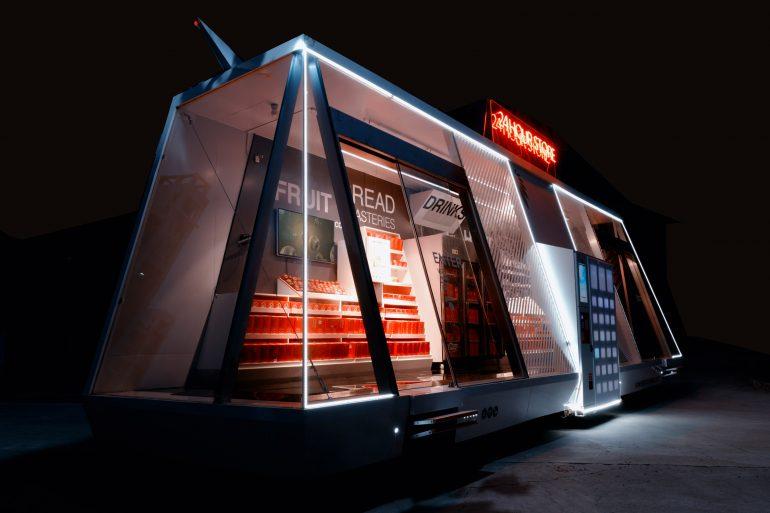 呼べばやって来る!SFチックな自動運転の無人コンビニ「Moby Mart」