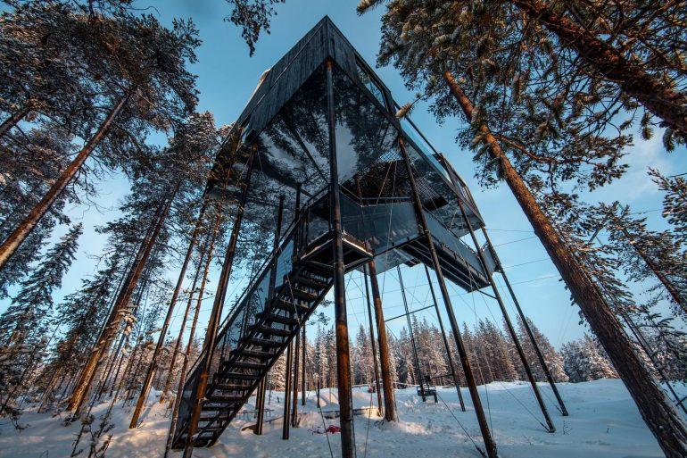 何ともクールな建築アート。オーロラも見えるスウェーデンのツリーホテル