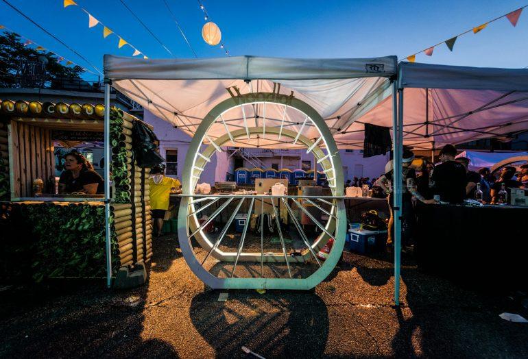 デザインでコミュニティに貢献。カナダのチャリティー食フェスを彩るフードカート