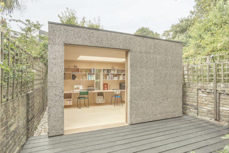コルク製の庭先作業部屋「London Couple's Backyard Studio」