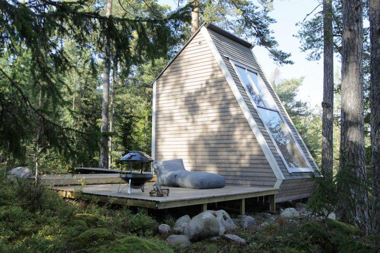 窓一面に星と湖。115万円で建てたフィンランドの家「Nido」