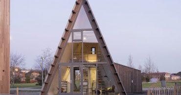 高さ7.5mのA型の家。オランダのタイニーハウス「Tiny-A」が尖ってる