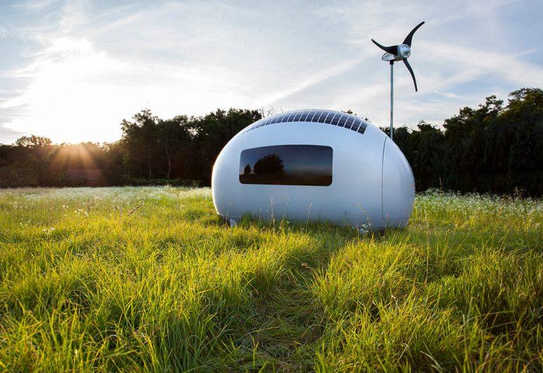 風と太陽と雨のめぐみを生かす。卵型オフグリッドポッド「Ecocapsule」が販売開始