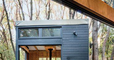 仮住まいのデザイン。テント屋根の集合キャビン「Forest House」
