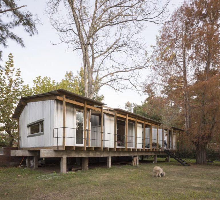 川のほとりに佇む。ブエノスアイレスのスモールハウス「HOUSE DIQUE LUJÁN」