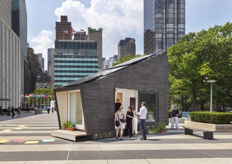 NYに出現。食料まで自給自足する家「Ecological Living Module」