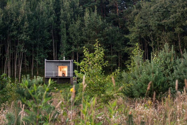 シンプルさを徹底追求。リトアニアのスモールハウス「Etno Hut」