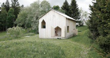 シンプルだけど凝っているスイスのシャレー「1960s-era chalet」