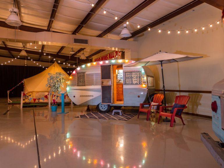 インドアでグランピング?テキサスのアメリカワイイ「Lone Star Glamp Inn」