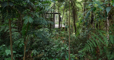 ブラジルの森の中に佇む。スタイリッシュなキャビン「Chalet L」